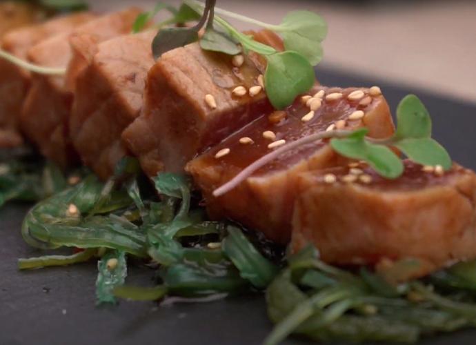 preparación plato tataki de atún