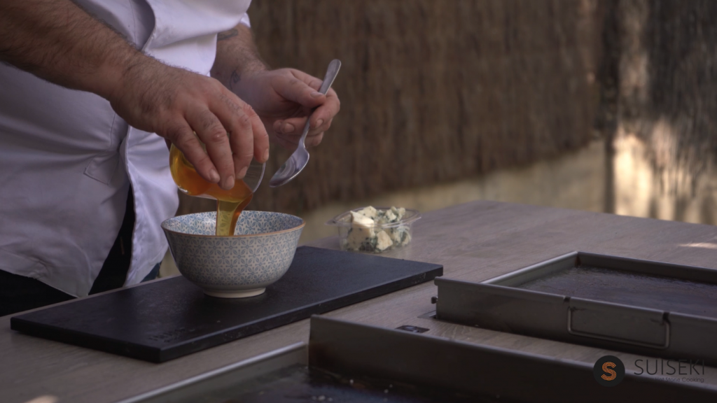 Preparando salsa endivias