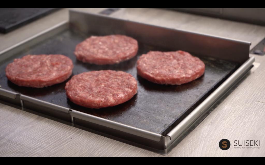 Cocinando la hamburguesa de chuleta