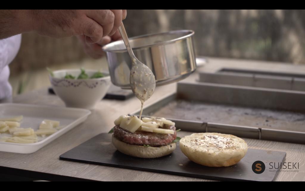 Salseando la hamburguesa de chuleta